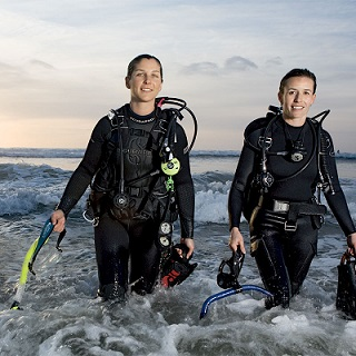 Female SCUBA Divers Wellington